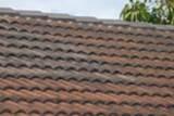 Skvrny nebo změny barvy na střeše